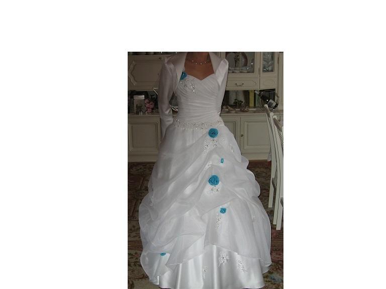 Super suknia Slubna z niebieskimi dodatkami - Komis Ślubny - suknie ślubne EP75